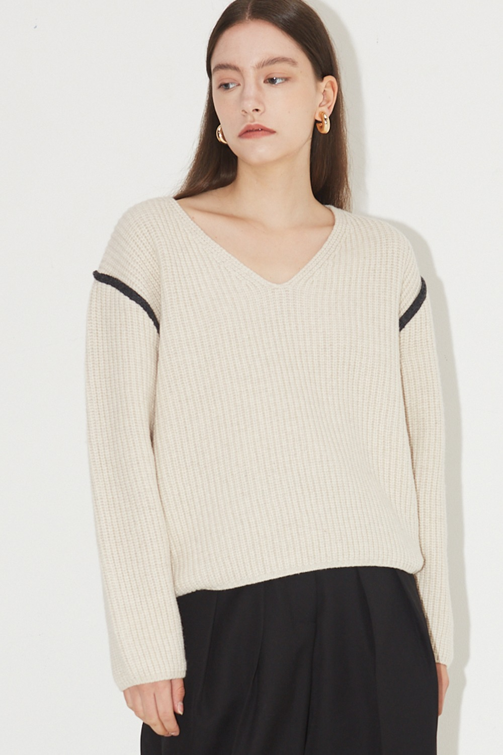 Line Point V-neck Knit Oatmeal