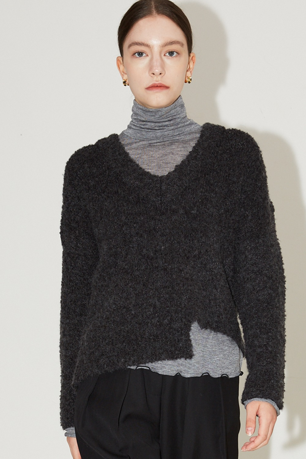 Heavy Boucle V-neck Knit Charcoal