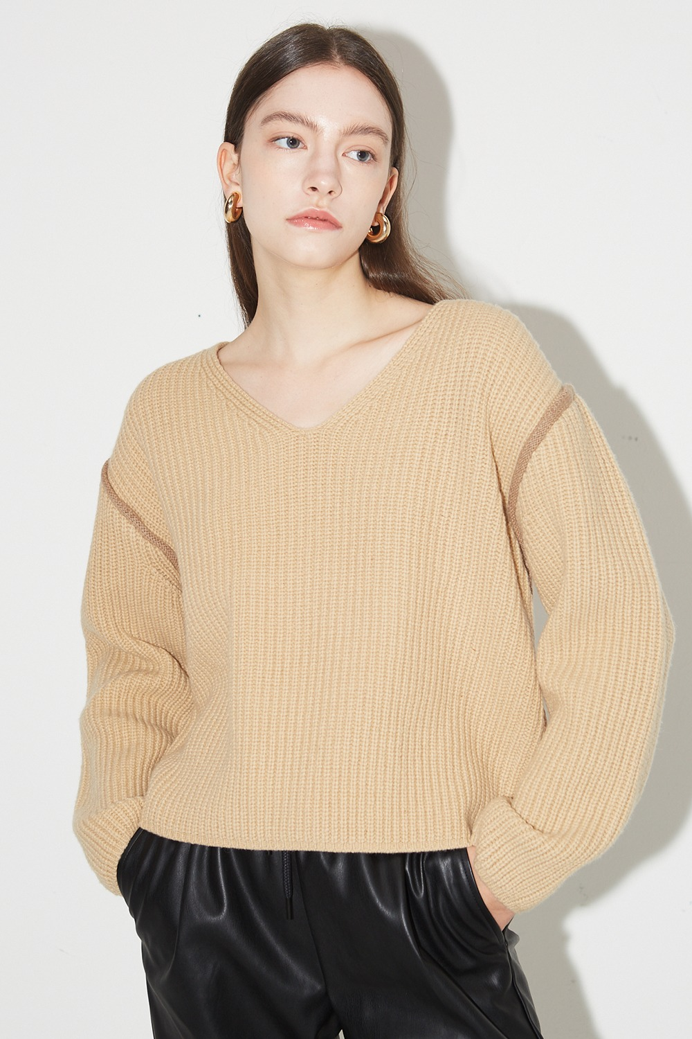 Line Point V-neck Knit Camel